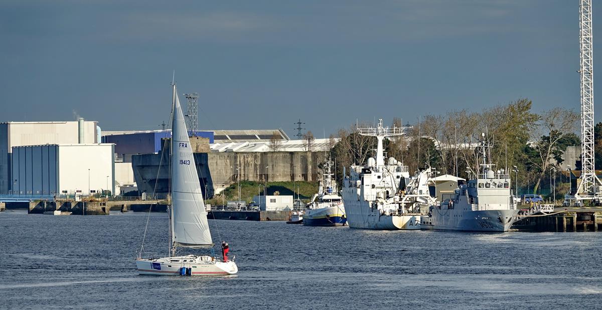 [Les ports militaires de métropole] Port de LORIENT - Page 11 Groix645