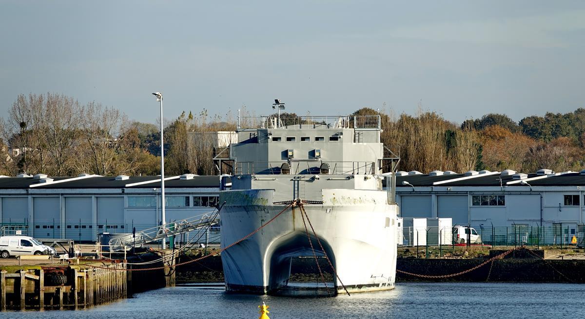 [Les ports militaires de métropole] Port de LORIENT - Page 11 Groix647