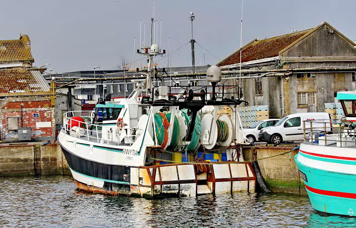 [VIE DES PORTS] Quelques bateaux de pêche (sur nos côtes Françaises) - Page 9 Img_7518