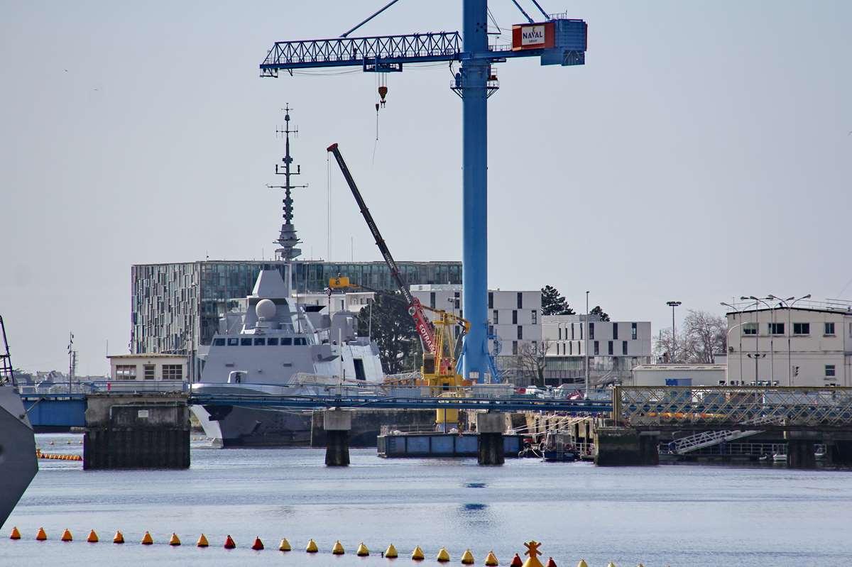 [Les ports militaires de métropole] Port de LORIENT - TOME 1 - Page 23 Img_8010
