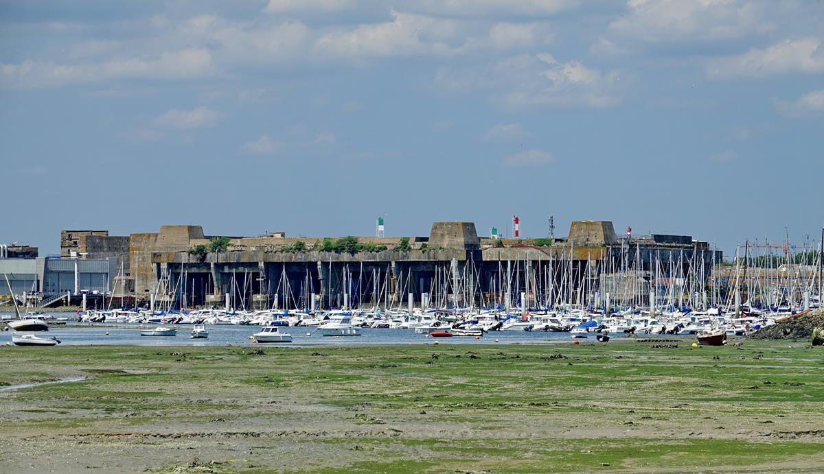 [Les ports militaires de métropole] Port de LORIENT - Page 7 Larmor10