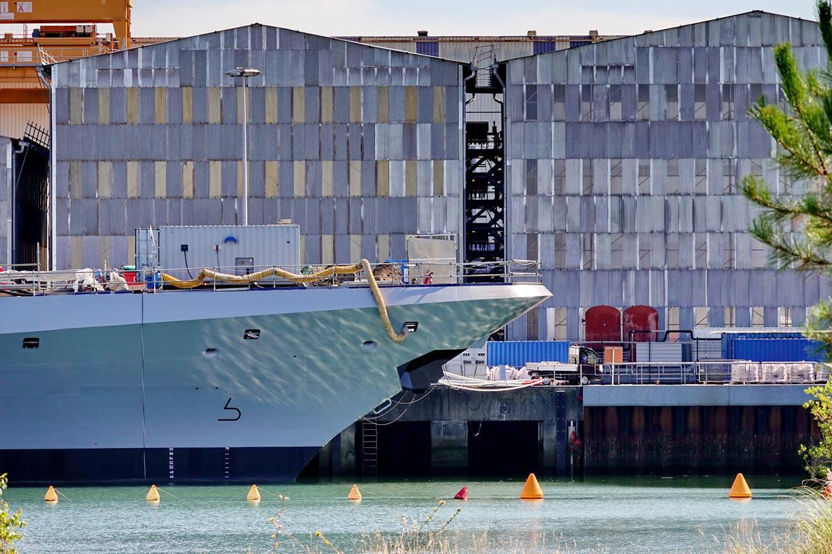 [Les ports militaires de métropole] Port de LORIENT - Page 8 Lorie100