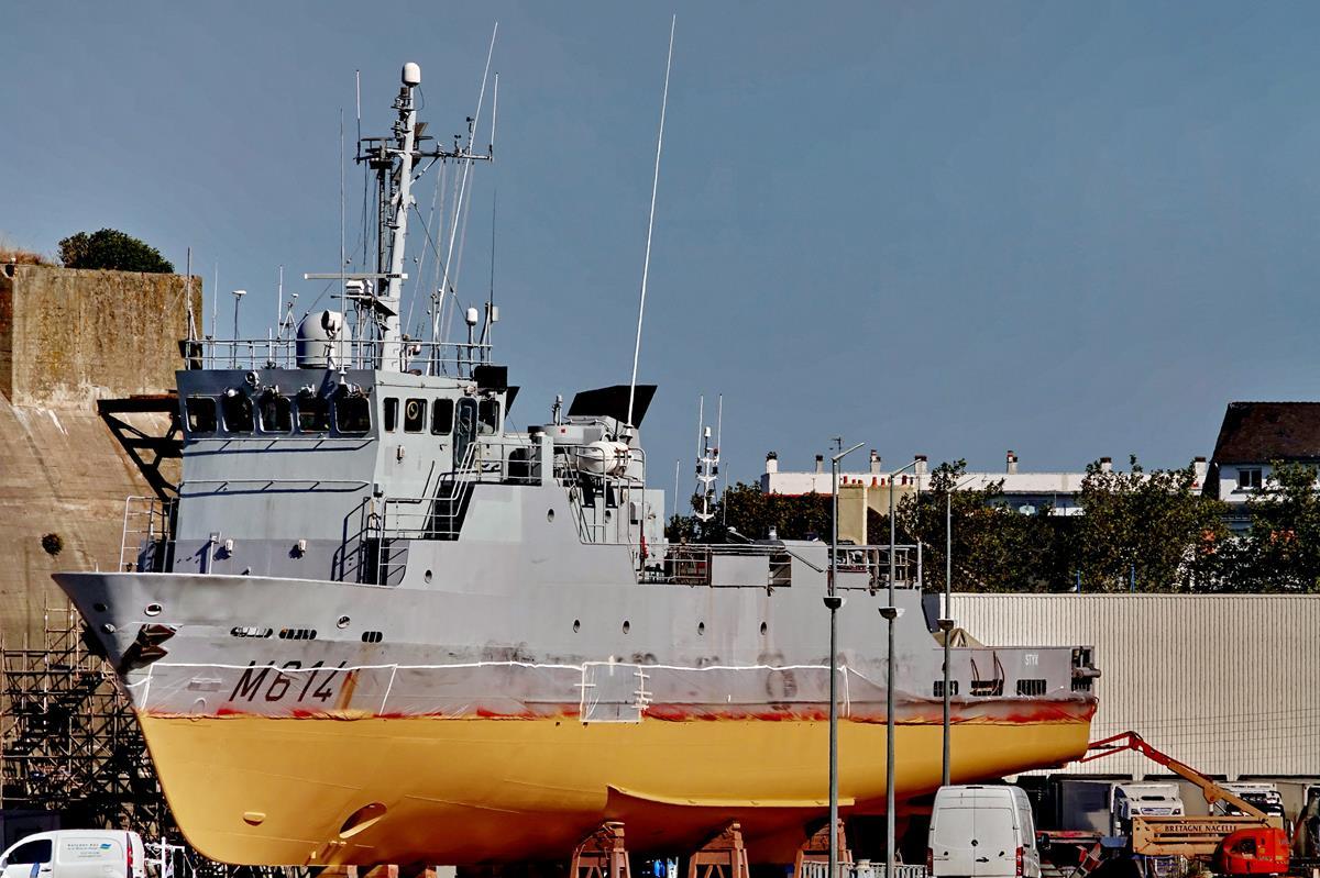 [Les ports militaires de métropole] Port de LORIENT - Page 8 Lorie105