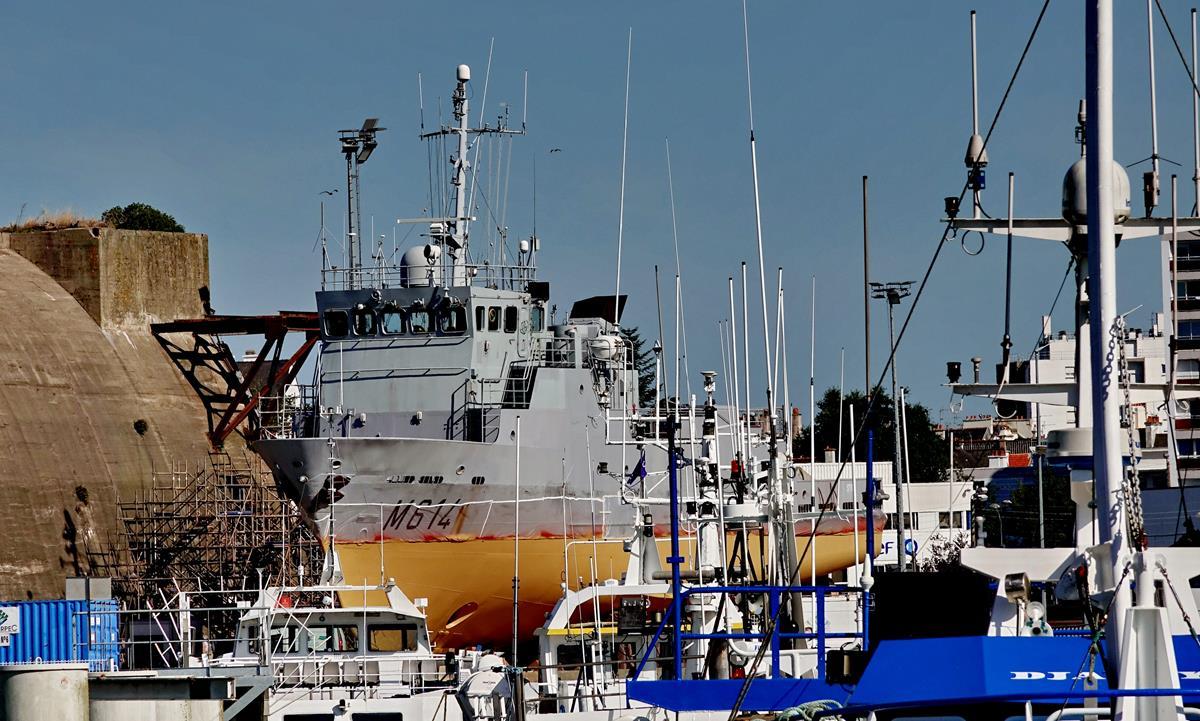 [Les ports militaires de métropole] Port de LORIENT - Page 8 Lorie109