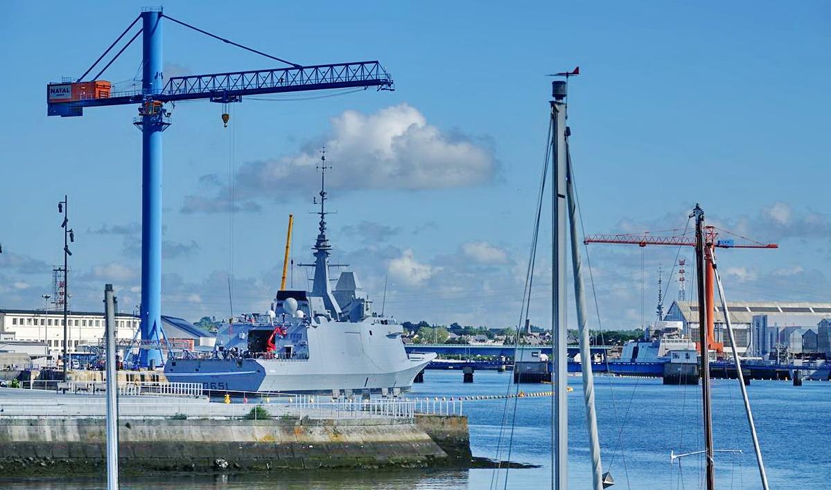 [Les ports militaires de métropole] Port de LORIENT - Page 7 Lorien22