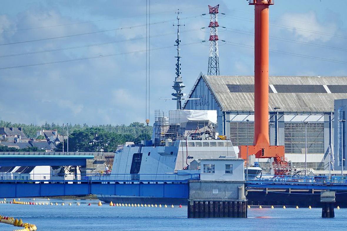 [Les ports militaires de métropole] Port de LORIENT - Page 7 Lorien23