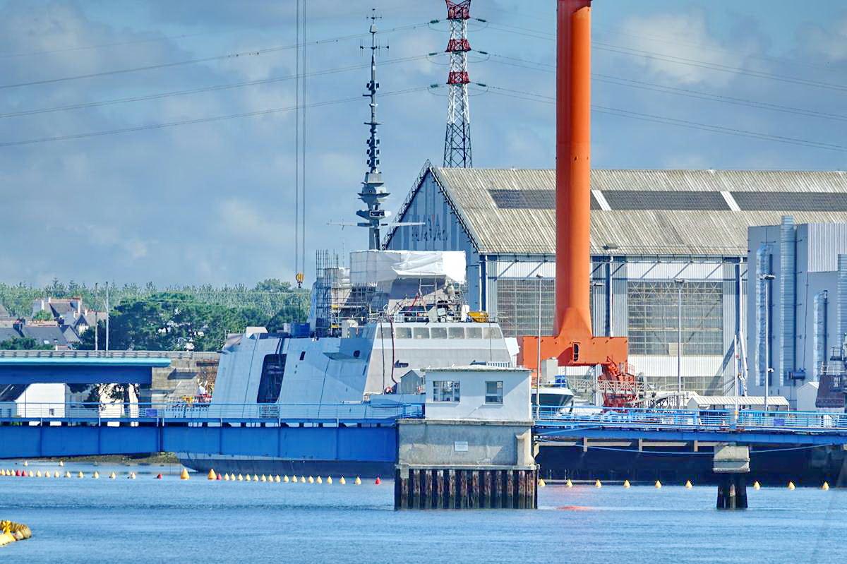 [Les ports militaires de métropole] Port de LORIENT - Page 7 Lorien24