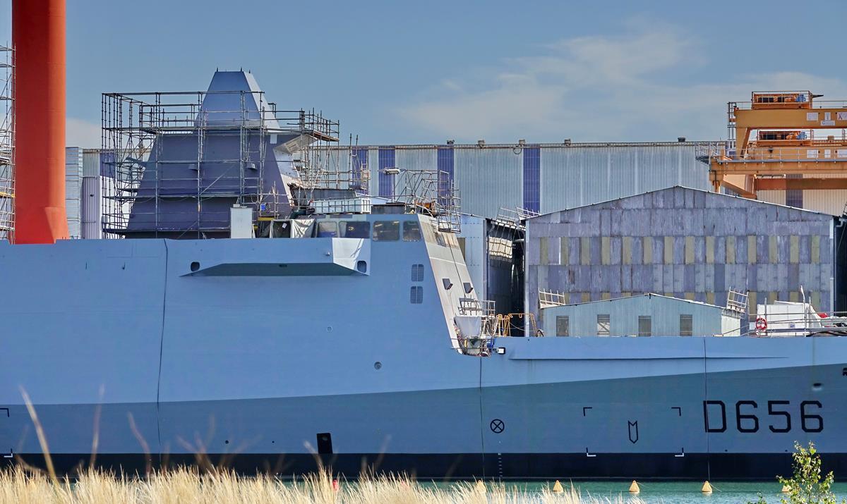 [Les ports militaires de métropole] Port de LORIENT - Page 8 Lorien99