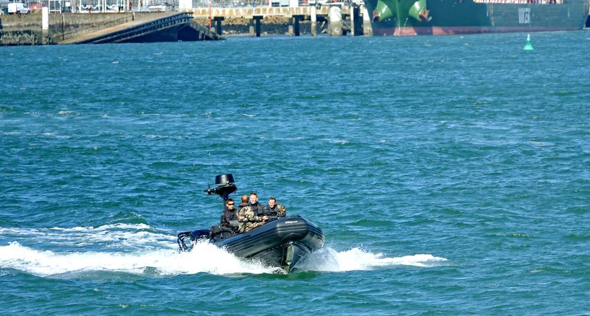 [Les ports militaires de métropole] Port de LORIENT - Page 9 Tsaga_12