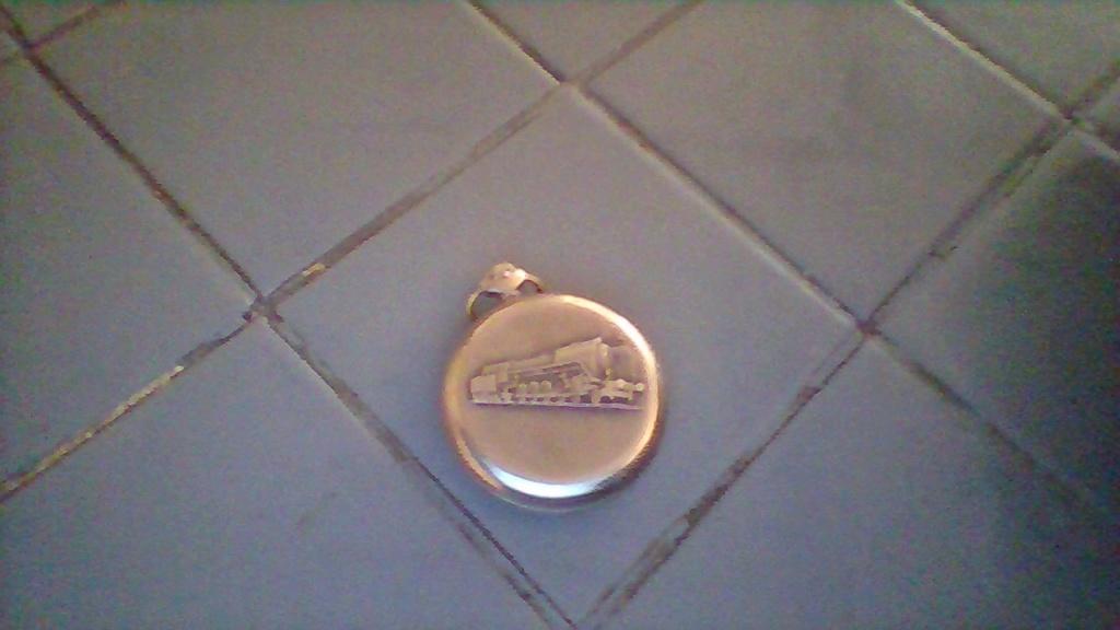 montre a gousset molnija 18 rubis locomotive sur le dos  Win_2011