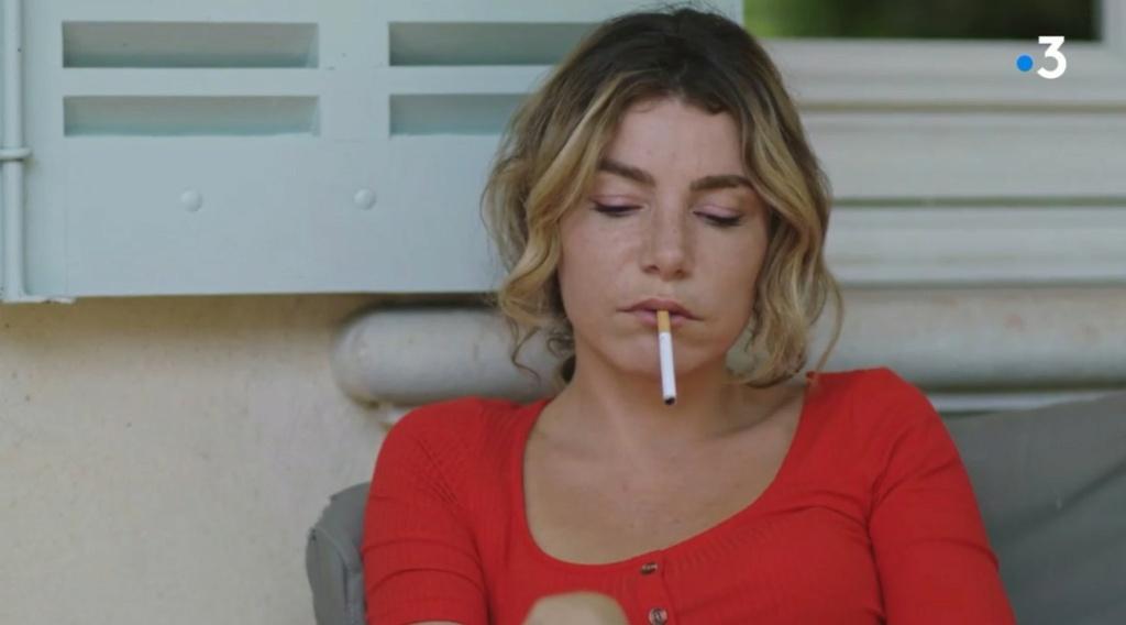 La cigarette dans PBLV 2310