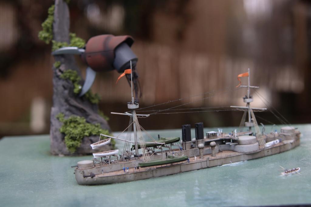 "Diorama ""rétro science-fiction"" au 1/700 Img_1210"