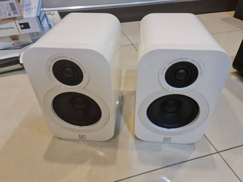 SOLD Q acoustic 3010i bookshelf speaker white (USED) Whatsa18