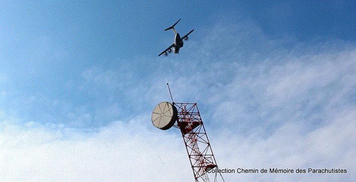 L'A400M survole à 2 reprises la cérémonie de la passation de commandement 2e_pas11
