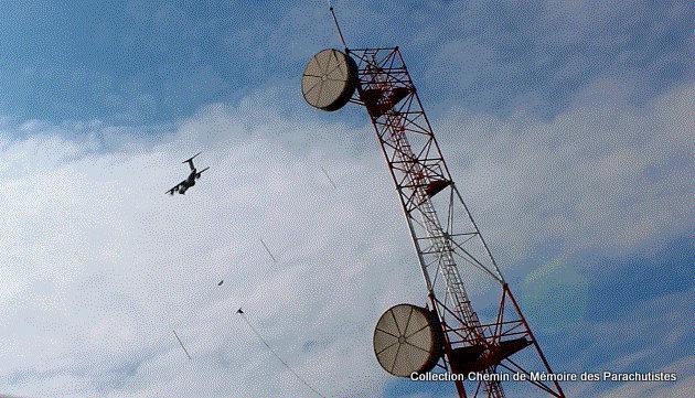 L'A400M survole à 2 reprises la cérémonie de la passation de commandement 2e_pas12