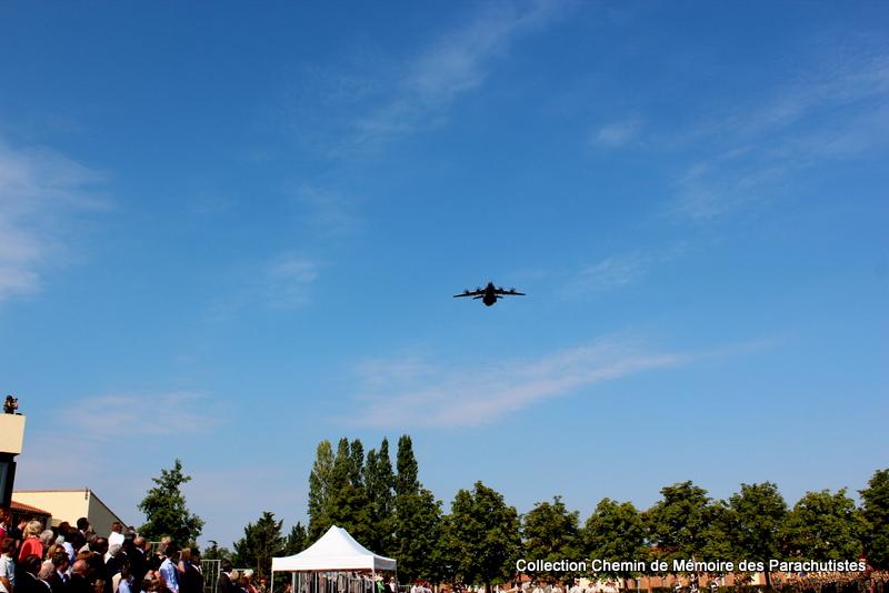 L'A400M survole à 2 reprises la cérémonie de la passation de commandement Img_8611