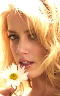 Mélanie de Villèle ~ Victime de sa beauté ! Amber10