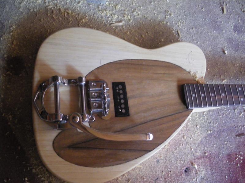 ......Ma première guitare Mister M...hum hum..... 2_mist10