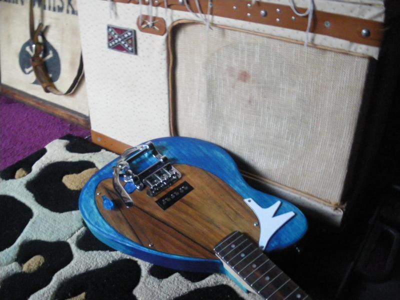 ......Ma première guitare Mister M...hum hum..... Imgp0212