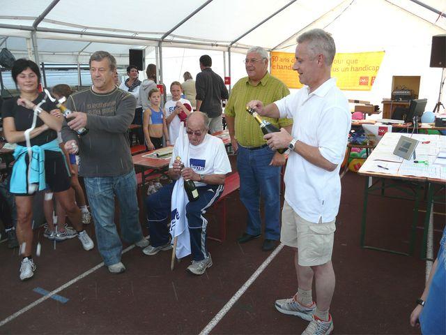 tentative record monde 1000 km du 8 au 12 octobre 2008 - Page 7 Caf_re74