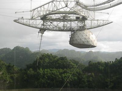 Les experts du centre international de recherche SETI avertissent que trois grands objets non identifiés sont en train de s'approcher de la Terre. Radiot10