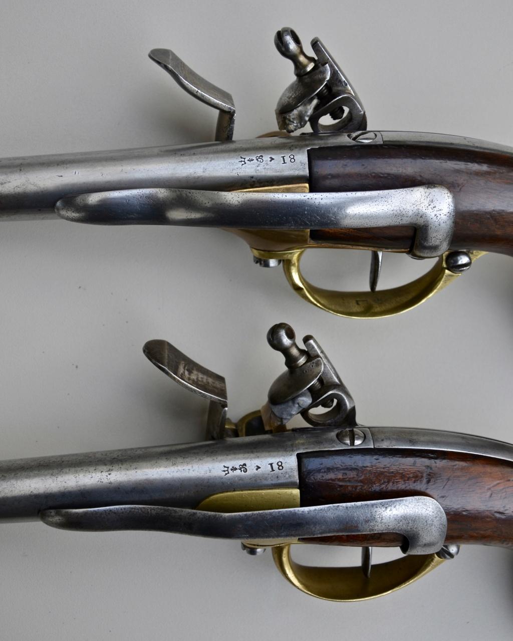 Une paire de pistolets 1777 74789910