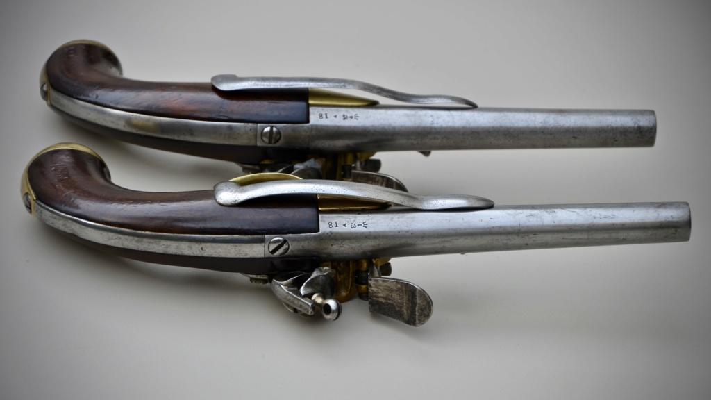 Une paire de pistolets 1777 D9be8710
