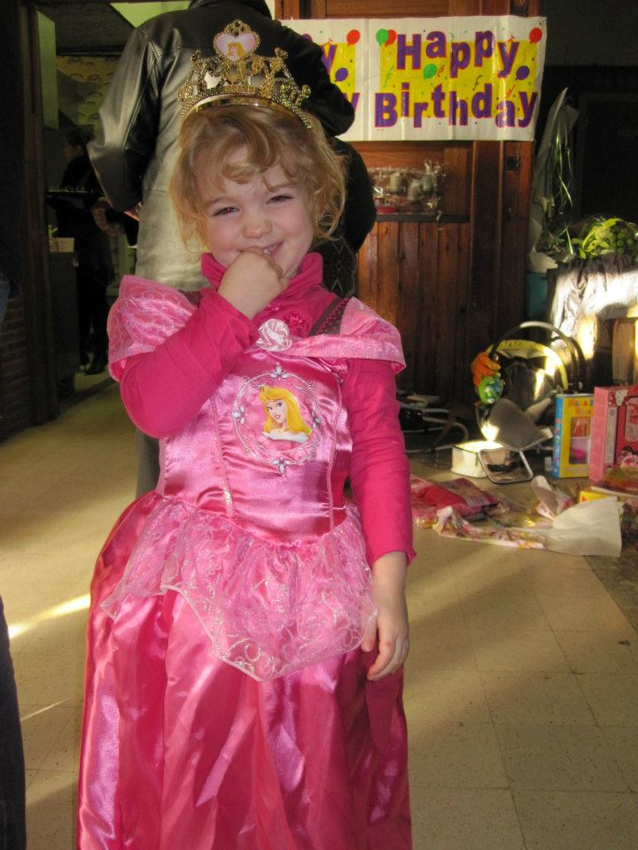 Robe de princesse - Page 10 40480610