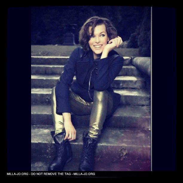 Milla Jovovich Ae239010