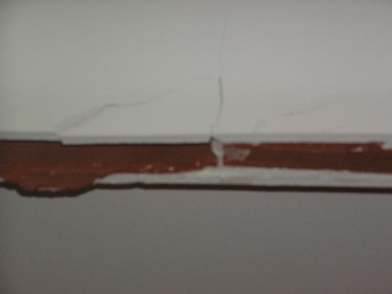 Recoller une corniche en plâtre fissurée ??? Cornic12