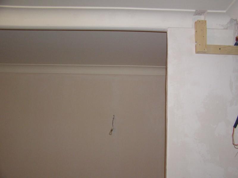 Recoller une corniche en plâtre fissurée ??? P1010014