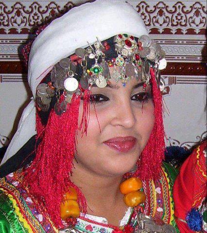 tamazighte est encore plus belle en costume Amazigh Costum10
