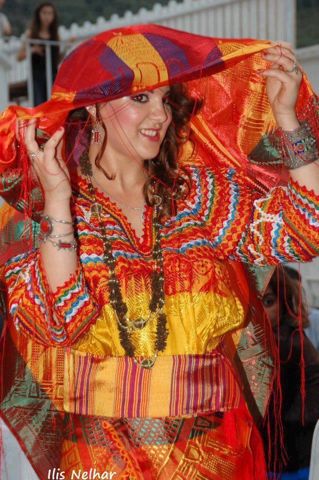 tamazighte est encore plus belle en costume Amazigh Costum13