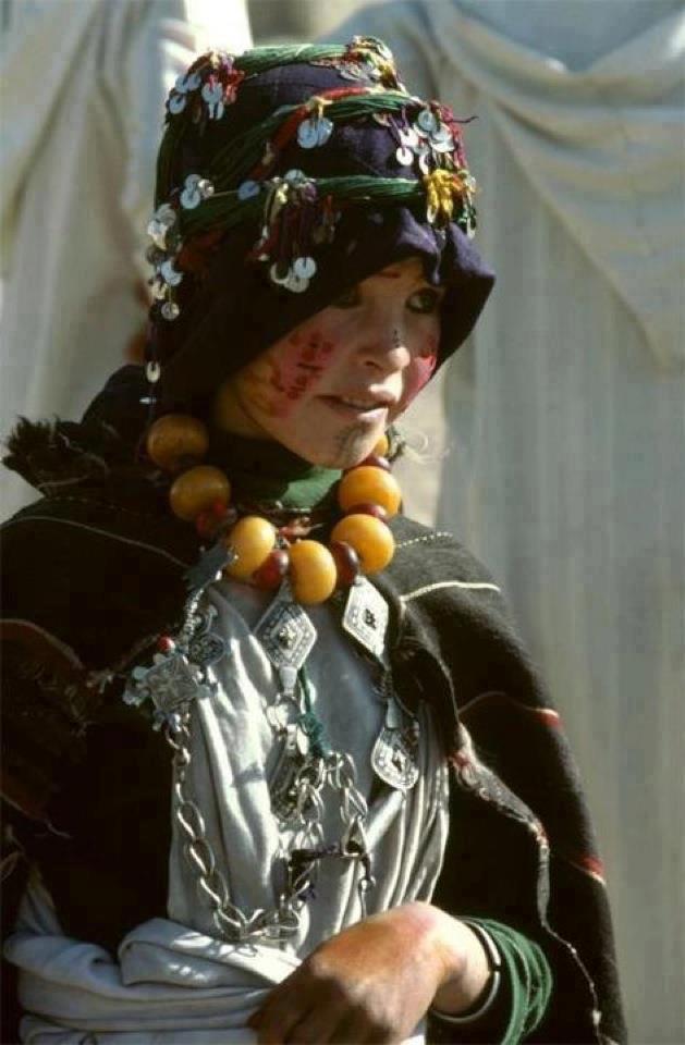 tamazighte est encore plus belle en costume Amazigh Costum16