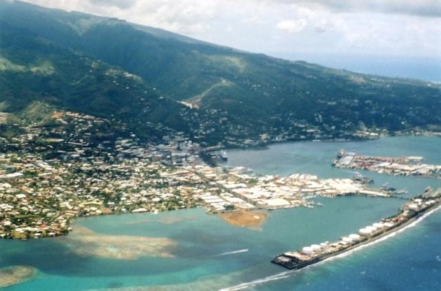 [Tahiti] Il n'y avait pas que le front de mer a Tahiti - Page 4 Port_d11