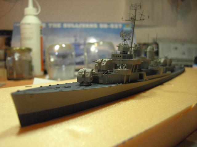 USS THE SULLIVANS 1/350 - Page 2 Pict8410