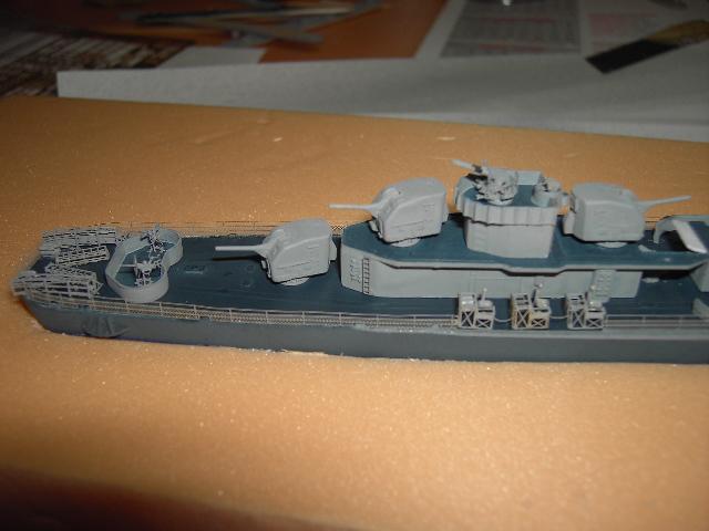 USS THE SULLIVANS 1/350 - Page 2 Pict8415