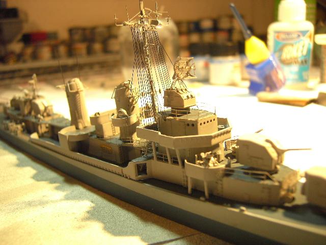 USS THE SULLIVANS 1/350 - Page 2 Pict8422