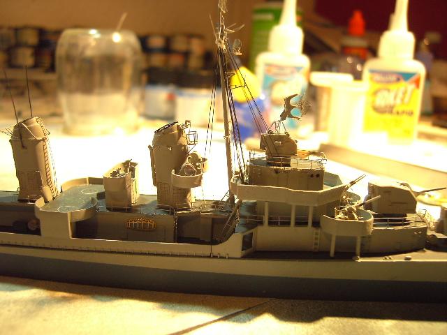 USS THE SULLIVANS 1/350 - Page 2 Pict8423