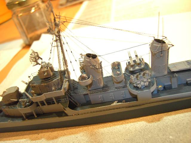 USS THE SULLIVANS 1/350 - Page 2 Pict8430