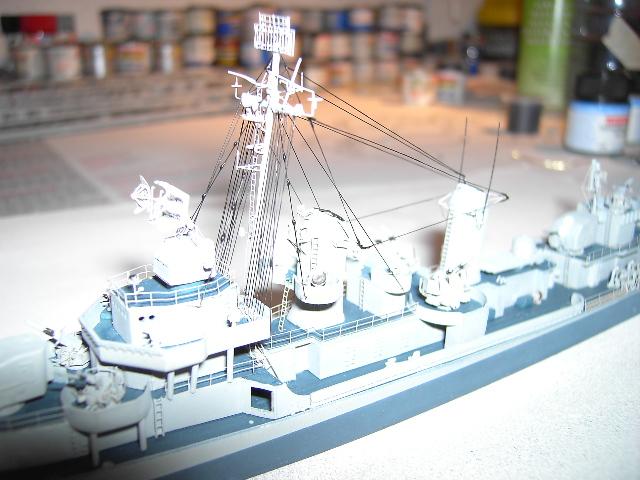 USS THE SULLIVANS 1/350 - Page 2 Pict8431