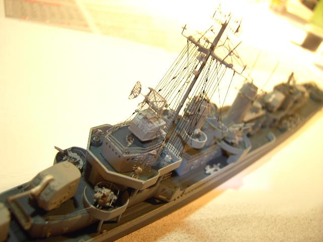 USS THE SULLIVANS 1/350 - Page 2 Pict8432