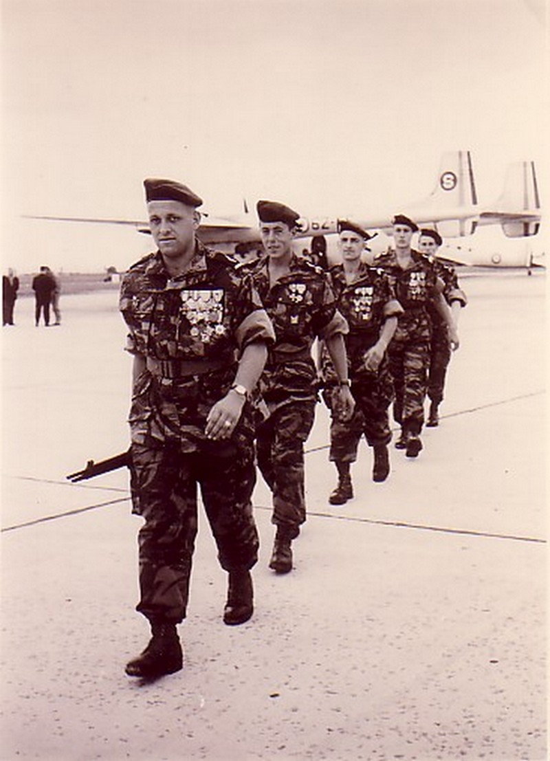 Drapeau des Commandos Parachutistes de l'Air Le_bou10
