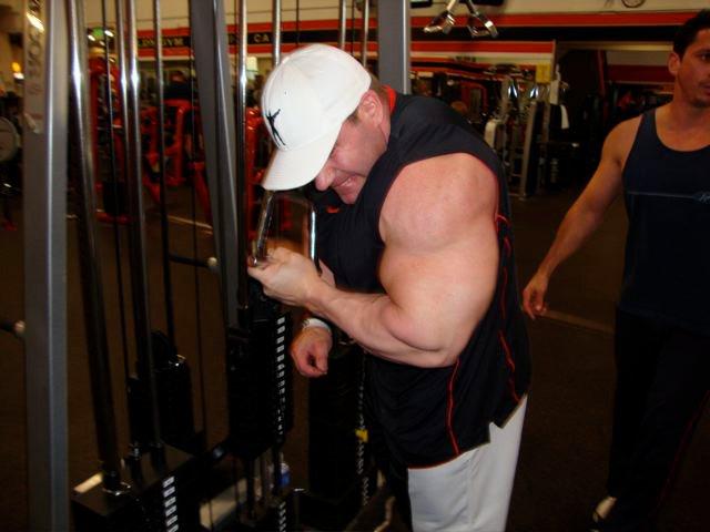Jay Cutler au Gold's Gym le 10/02/2011 18424610