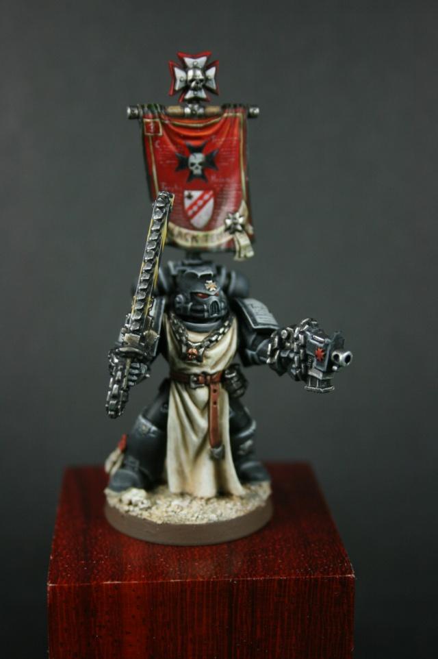 Black Templar avec bannière 00112