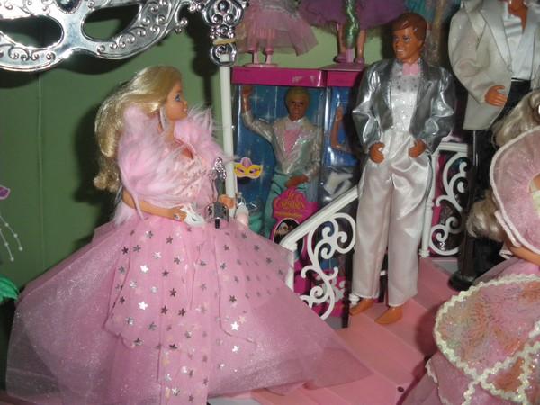 Ma collection de poupées Barbies - Page 4 Imgp1012