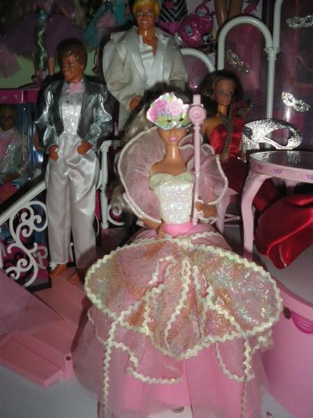 Ma collection de poupées Barbies - Page 4 Imgp1013