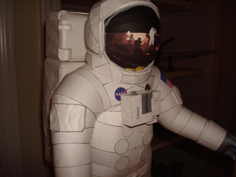 [maquette papier] astronaute lunaire au 1/6 Ap142010