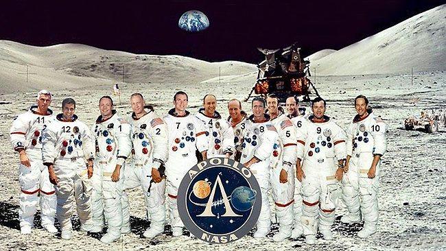 Recherche photomontage HR des 12 moonwalkers 21508210