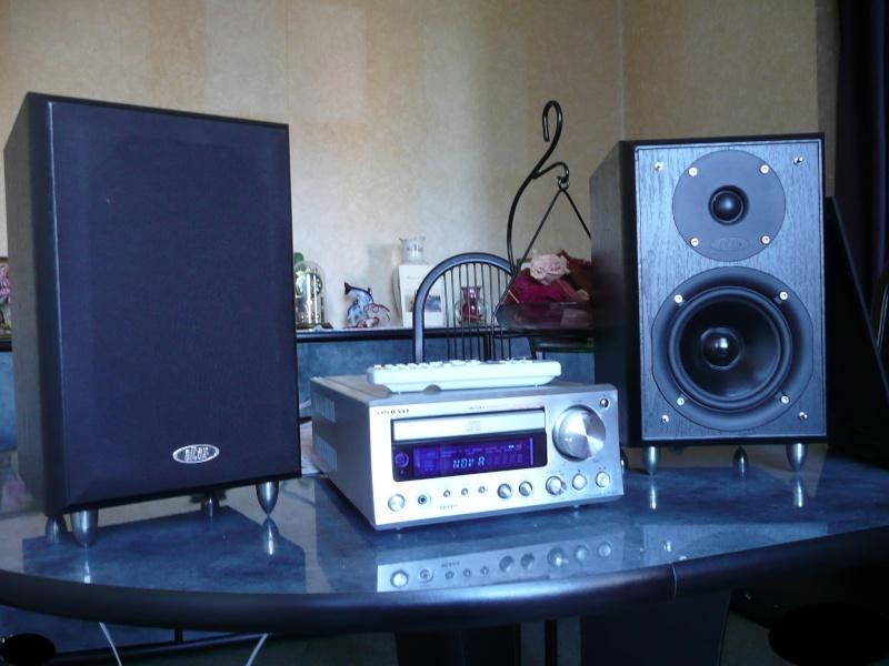 Mini-chaine Onkyo CR 505 + biblios Eltax Monitor 3 ( black ) P1000016